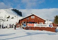 Cafe i bunnen av alpinbakken
