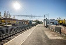 Heimdal Stasjon, 1 km fra tomta