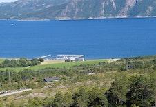 Utsikt mot Fosen og hyttefeltets marina