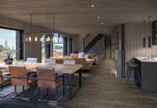 Kjøkken og stue i en lun fjelldrakt. Bildet er en illustrasjon som vil avvike fra virkelig miljø og omgivelser.