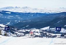 Alpinbakken ligger rett ved, og det er ski inn og ut fra hytten