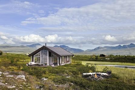 Hytte Gråhø med 3 soverom på lett skrånet tomt i Tevellia med god utsikt mot sør og vest.