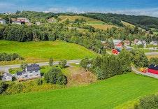 Gode solforhold og gunstig uteareal med mulighet for etablering av hage mot sør