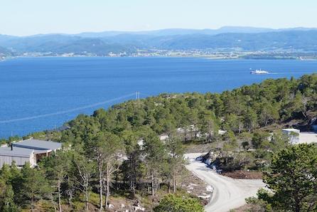 SJØ og Fjell. Solrike utsiktstomter med mulighet for båtplass i feltets marina. Kort veg fra Trondheim