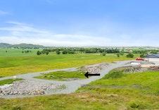 Eneboligene blir liggende i et vakkert landskap og får en nydelig utsikt.