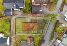 Dronebilde med skissert plassering av huset.