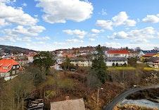 Bilde fra tomten sett møt Øvrebyen.