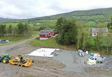 Bilde av støpt betongplate på tilsvarende tomannsbolig på nabotomt.