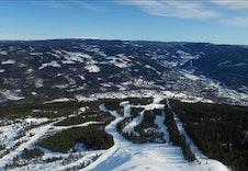 Alpinbakkene strekker seg ned mot Gol sentrum