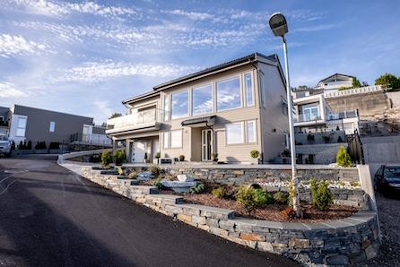 Dronninga - Prosjektert enebolig på hele 211 m2 - integrert dobbelt garasje - Solrike uteplasser - Barnevennlig