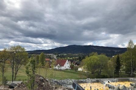 Eidsvoll/Langsetåsen: Byggeklar eneboligtomt i barnevennlig boligområde|sørvestvendt med gode sol- og utsiktforhold