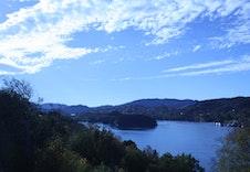 Tomten er vestvendt - med meget gode solforhold og nydelig utsikt.