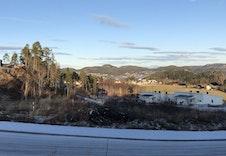 Tomteområdet med Namsos i bakgrunnen.
