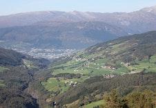 Bordalen Hyttegrend ligger høyt og fritt. Her har du flott utsikt i alle retninger. Høgfjell og topper, dalen og kulturlandskapet nedenfor, skog og turområde – nyt frisk fjelluft og følelsen av frihet.