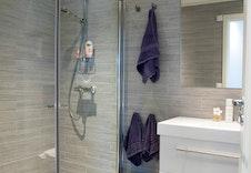 Illustrasjon av bad - Kundetilpasset.  Kan avvike fra virkelige leveranse, miljø og omgivelser.