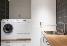 Illustrasjon av bod/vaskerom - Kundetilpasset.  Kan avvike fra virkelige leveranse, miljø og omgivelser.
