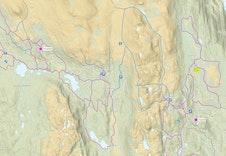 Løypekart for langrenn på Vegglifjell og over til Skirvedalen. Hyttefelt er merket ut i gult, og har løypenett tett på. Skisporet.no pr 18.02.21