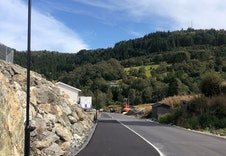 Byggefeltet leveres med asfalterte veier og veilys.