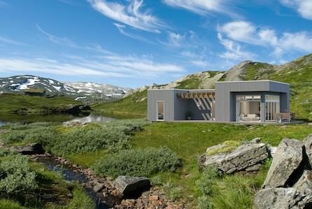 Moderne Sailors Nest hytte ett steinkast unna sjøen.