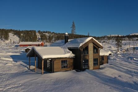 Innflytningsklar hytte m/4 soverom - Rett ved alpinanlegg/skispor. Gode solforhold/vid utsikt. Visning 22. feb.